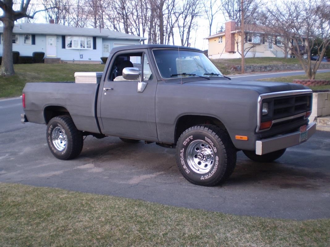 Resize on Wrecked Dodge Dakota